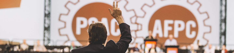 main levé au congrès