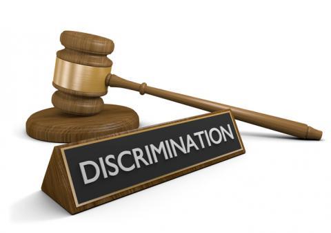 Le marteau du juge et le mot discrimination