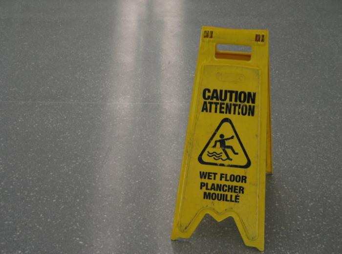 panneau d'avertissement plancher mouillé