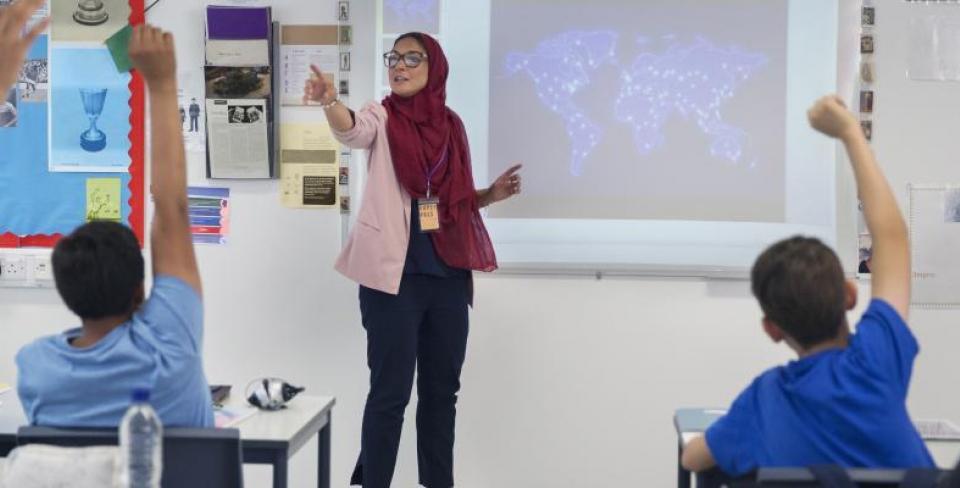 Professeure portant le hijab