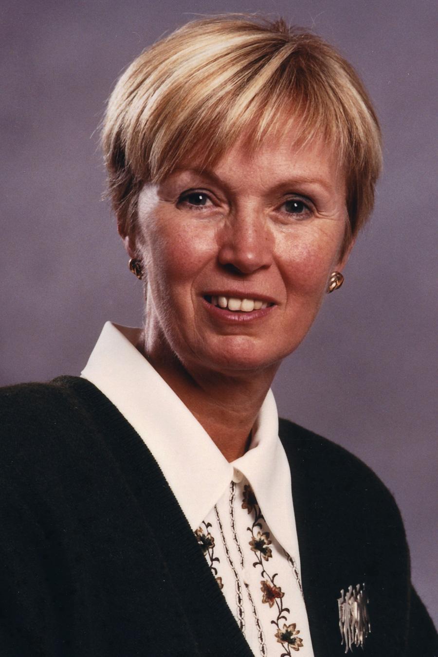 Le 5 mai 2000, Nycole Turmel est devenue la première femme à accéder à la présidence nationale de l'Alliance de la Fonction publique du Canada.