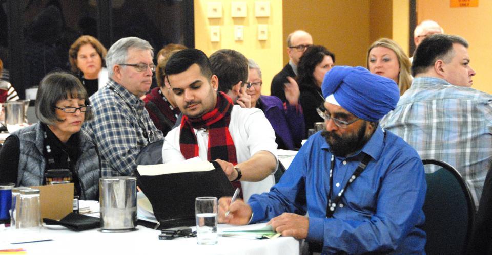 es membres de l'APFC à l'OES discutent leurs enjeux dans la conférence sur la négociation.