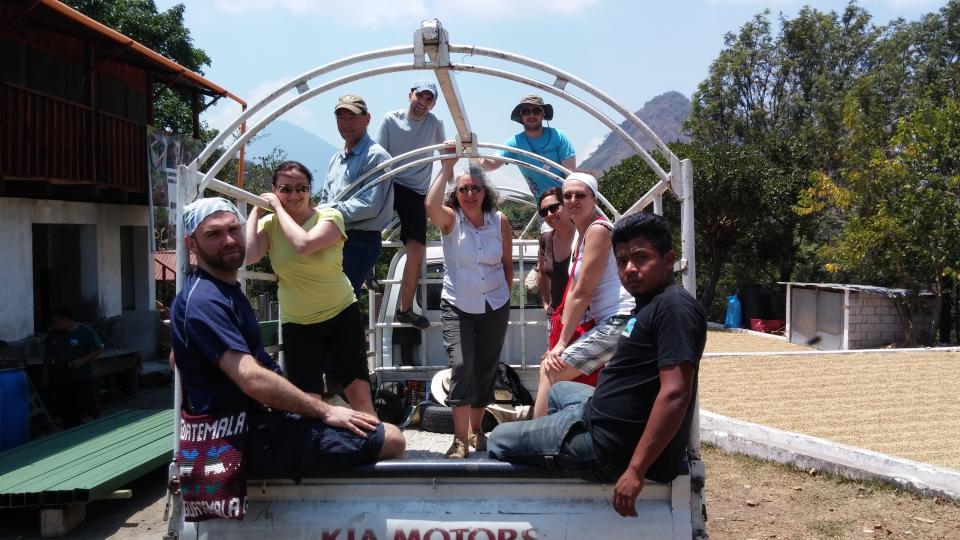Délégué(e)s de l'AFPC au Guatémala se déplaçant en camion