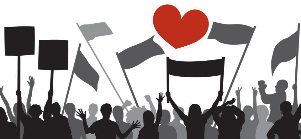 Les gens protestent avec des drapeaux et leurs mains en l'air