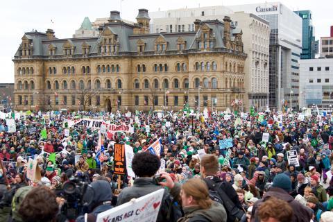 25 000 défenseurs des changements climatiques regroupés sur la Colline du Parlement