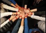 Les mains en cercle